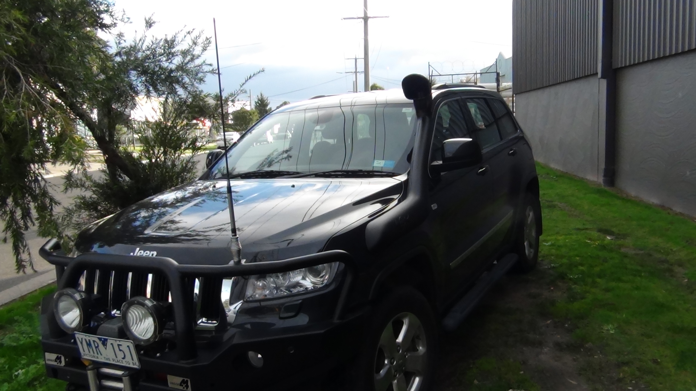 Jeep Grand Cherokee WK2 with snorkel